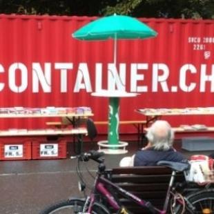 """Spunta il container rosso e """"parla"""" di libri"""